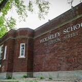 Une façade de l'école Wolseley.
