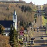 Le hameau de Plamondon compte environ 350 habitants. Il a été fondé en 1905 par Joseph Plamondon, un francophone.