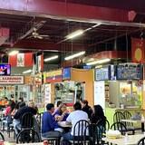 Au cours de ses 27 années d'existence, La Plaza Latina est devenue un lieu de rencontre pour les entrepreneurs et les Latino-américains de la région du Grand Toronto. Beaucoup d'entre eux se connaissent si bien et depuis si longtemps qu'ils se considèrent comme des amis, voire comme une famille.