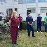 九月下旬,魁北克护士组织了岗位罢工行动,抗议疫情期强迫加班等政策,导致护士过度疲劳。