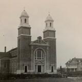 Photographie noir et blanc de la cathédrale de Gravelbourg