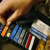 Des cartes de crédit dans un portefeuille.