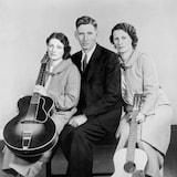 Maybelle Carter, A.P. Carter et Sara Carter vers 1937.
