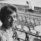 La joueuse de tennis Billie Jean King dans les gradins du stade Queen's Club de Londres, le 17 juin 1965.