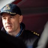 Un marin avec une casquette avec la feuille d'érable.