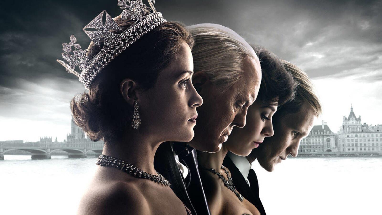 Quatre acteurs de la série The Crown photographiés côte à côté et de profil.