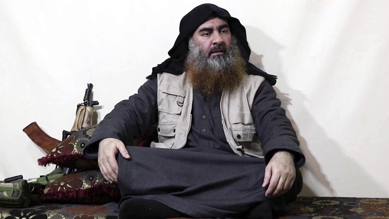 Image d'Abou Bakr Al-Baghdadi tirée de la vidéo diffusée sur un site lié à l'État islamique.