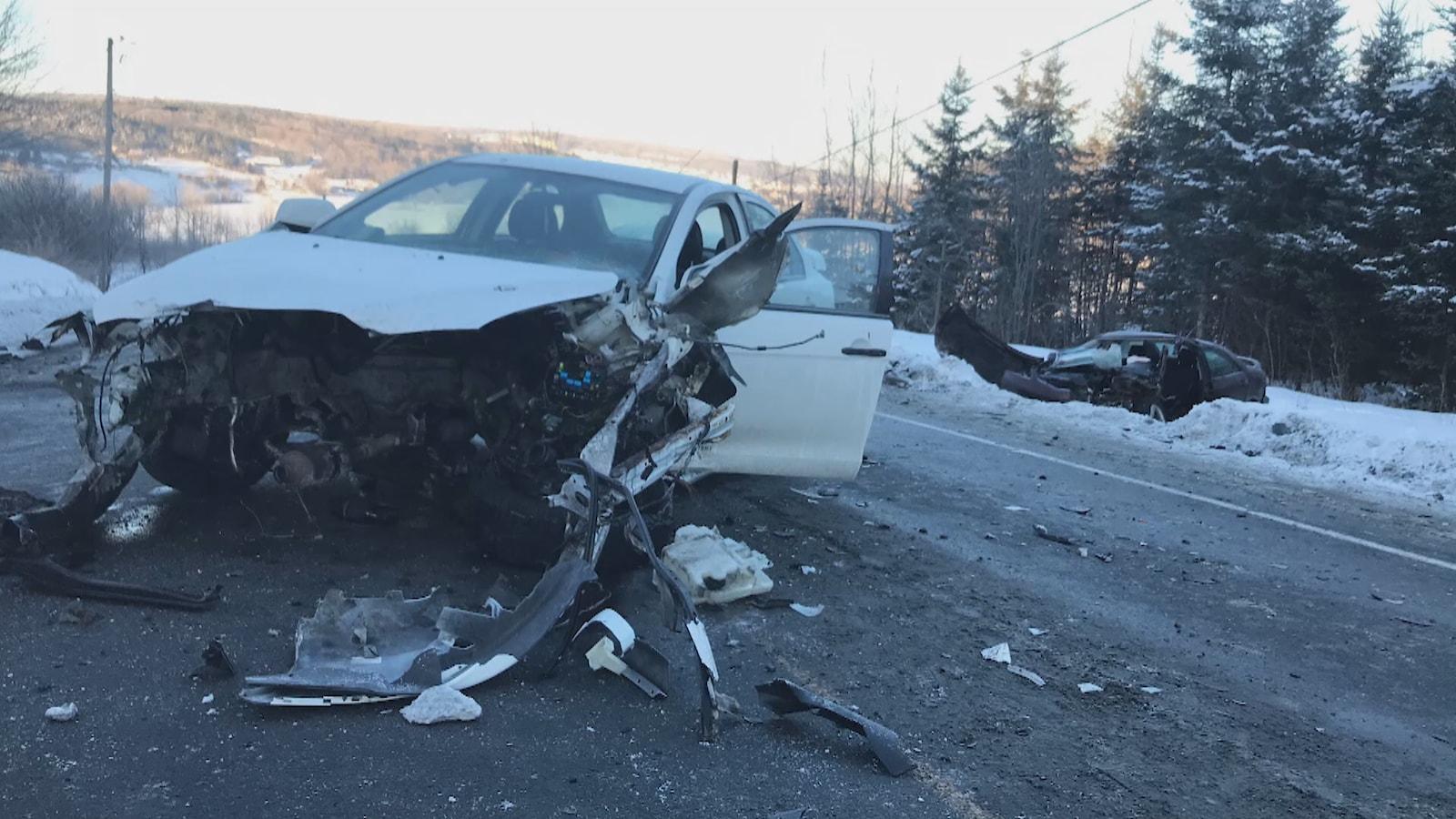 Les deux véhicules sont des pertes totales.