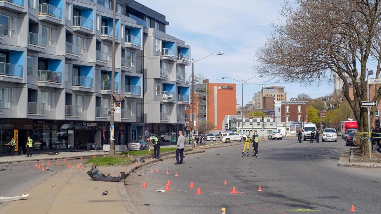 Les policiers reconstituaient toujours la scène hier, en fin d'après-midi. Tout indique que l'un des véhicules en cause roulait à vive allure.