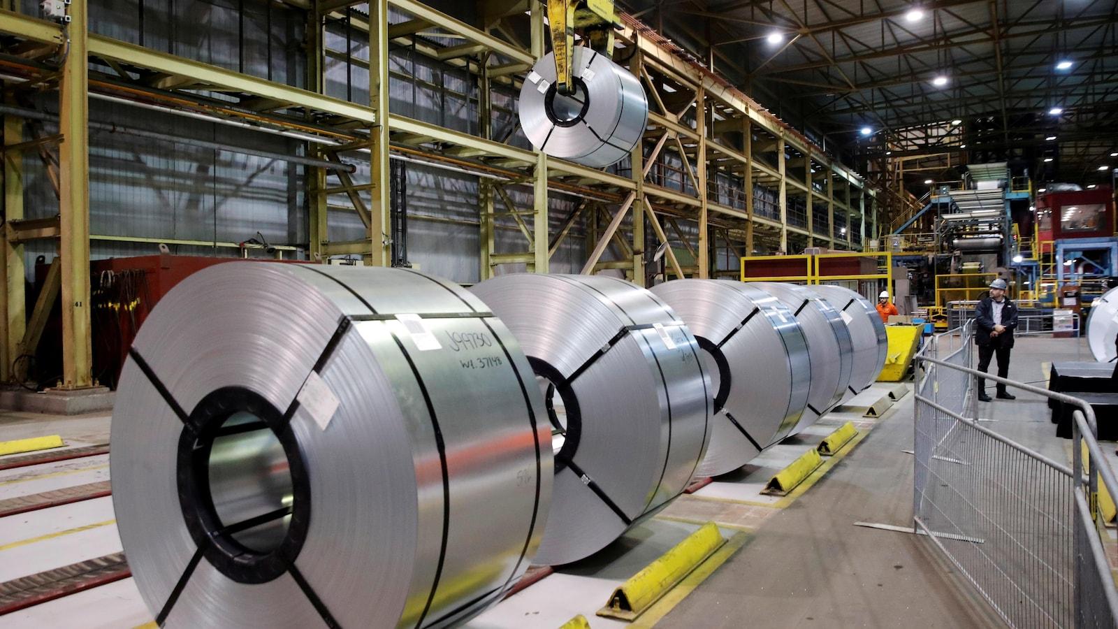 Acier laminé dans l'aciérie ArcelorMittal Dofasco à Hamilton.