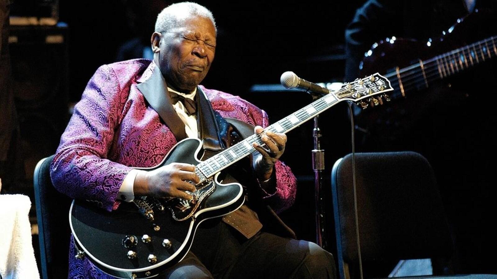 B.B. King sur scène avec une guitare Gibson