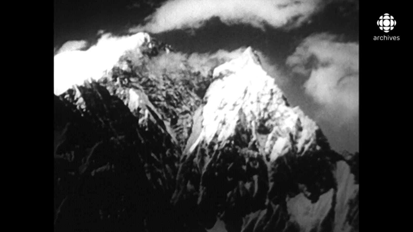 Le sommet enneigé de la montagne Annapurna au Népal.
