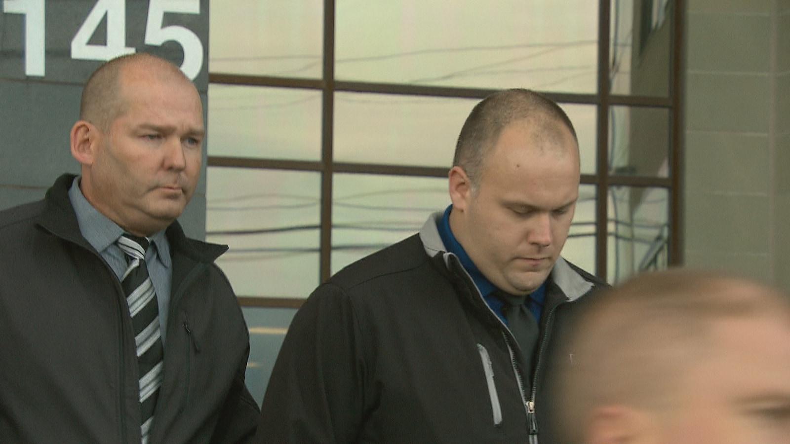 Une photo des deux agents correctionnels accusés.