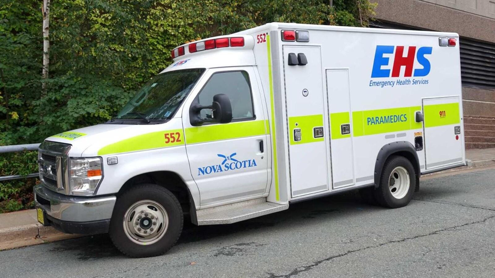 Ambulance stationnée.