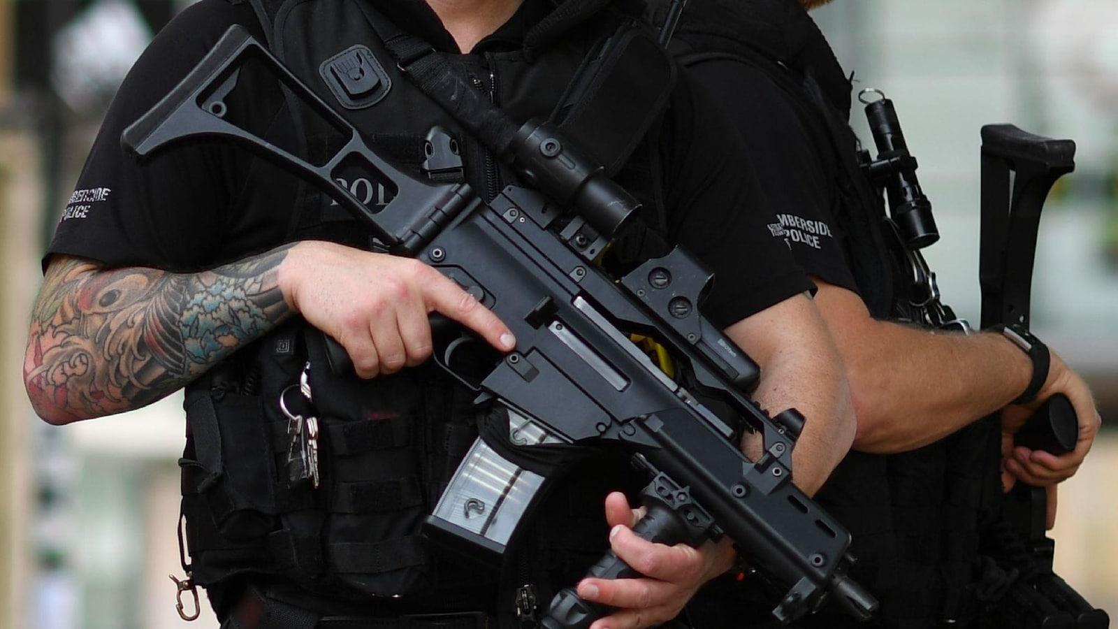 Rien n'empêche un corps de police québécois de patrouiller avec des fusils d'assaut à la main, comme on peut le voir en Europe.