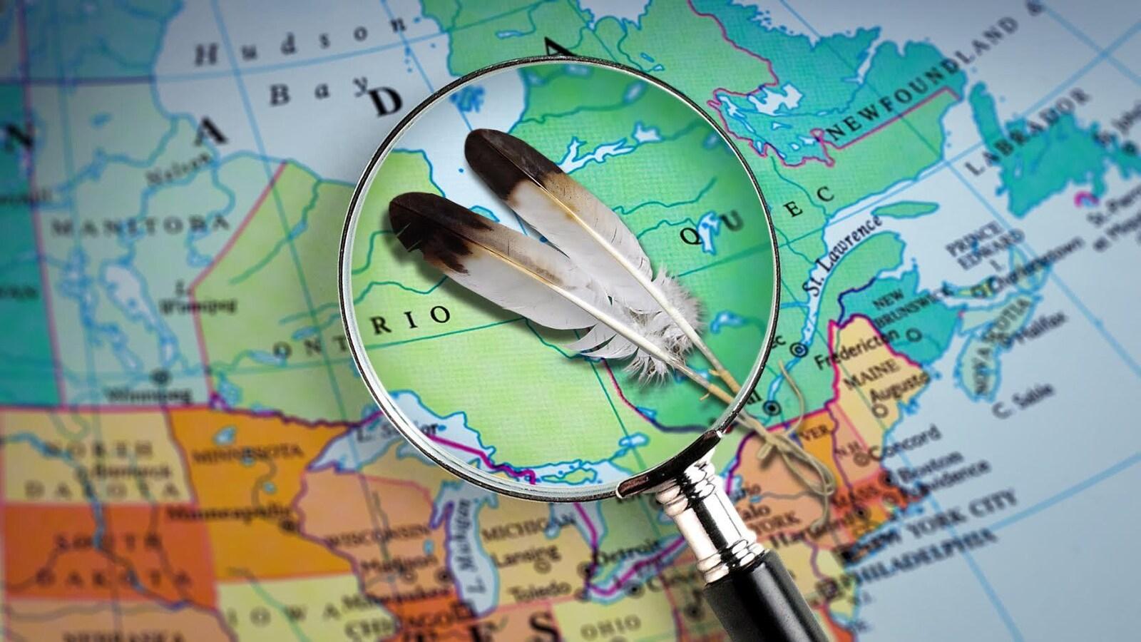 Des plumes vues à travers une loupe sur la carte du Canada.