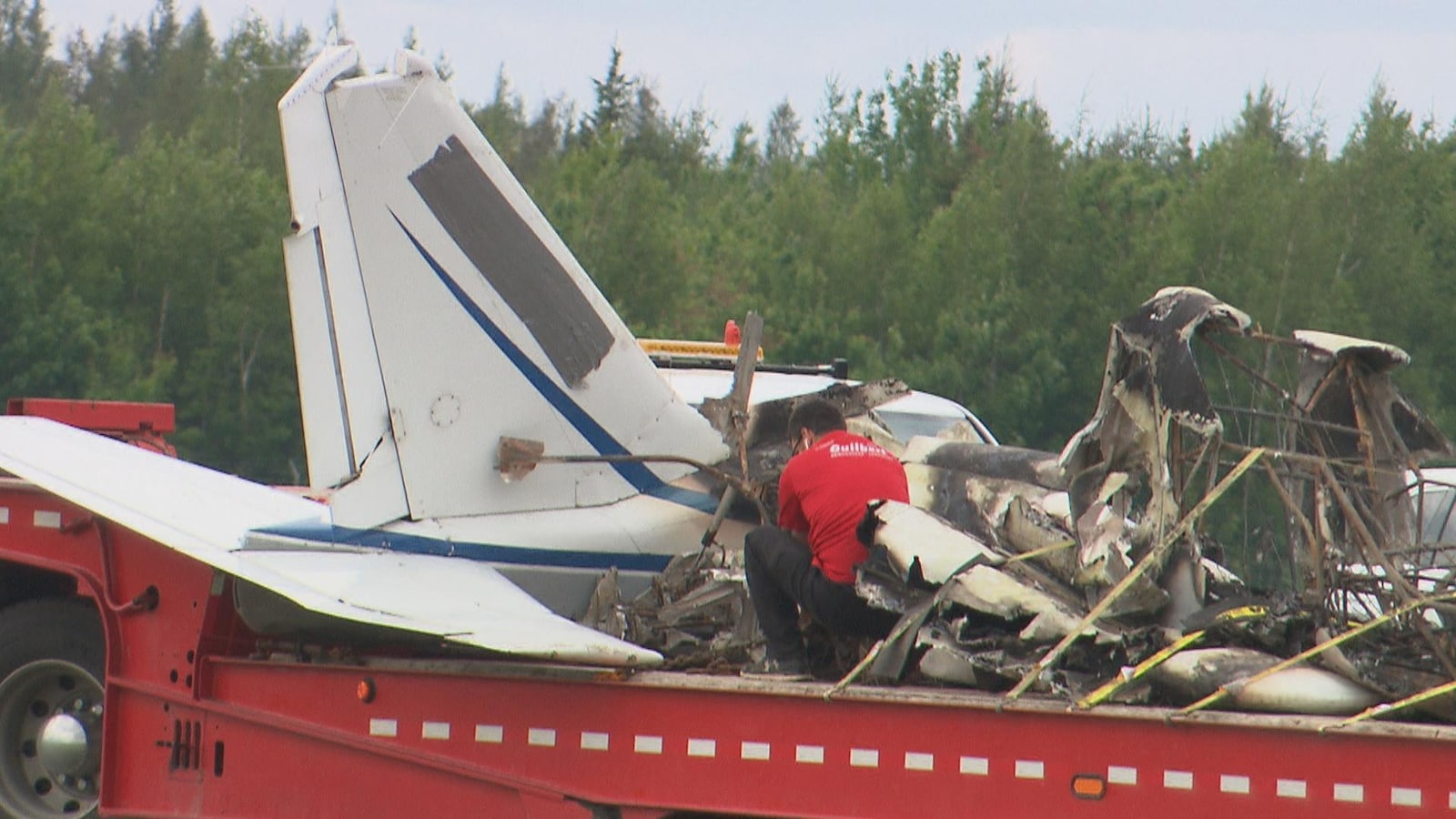 Un avion de type Piper s'est écrasé à l'aéroport de Trois-Rivières. Le pilote et son passager ont été légèrement blessés.