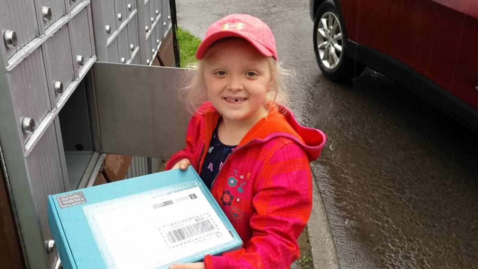 Exemple de boîte expédiée aux enfants par Ma Boîte timbrée