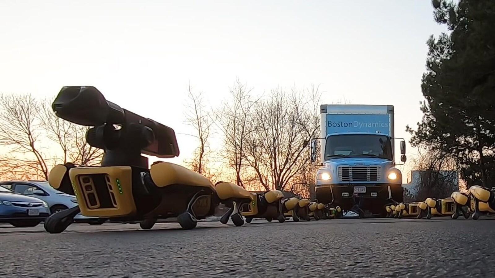 10 robots SpotMini suffisent pour tracter un truck américain (vidéo)