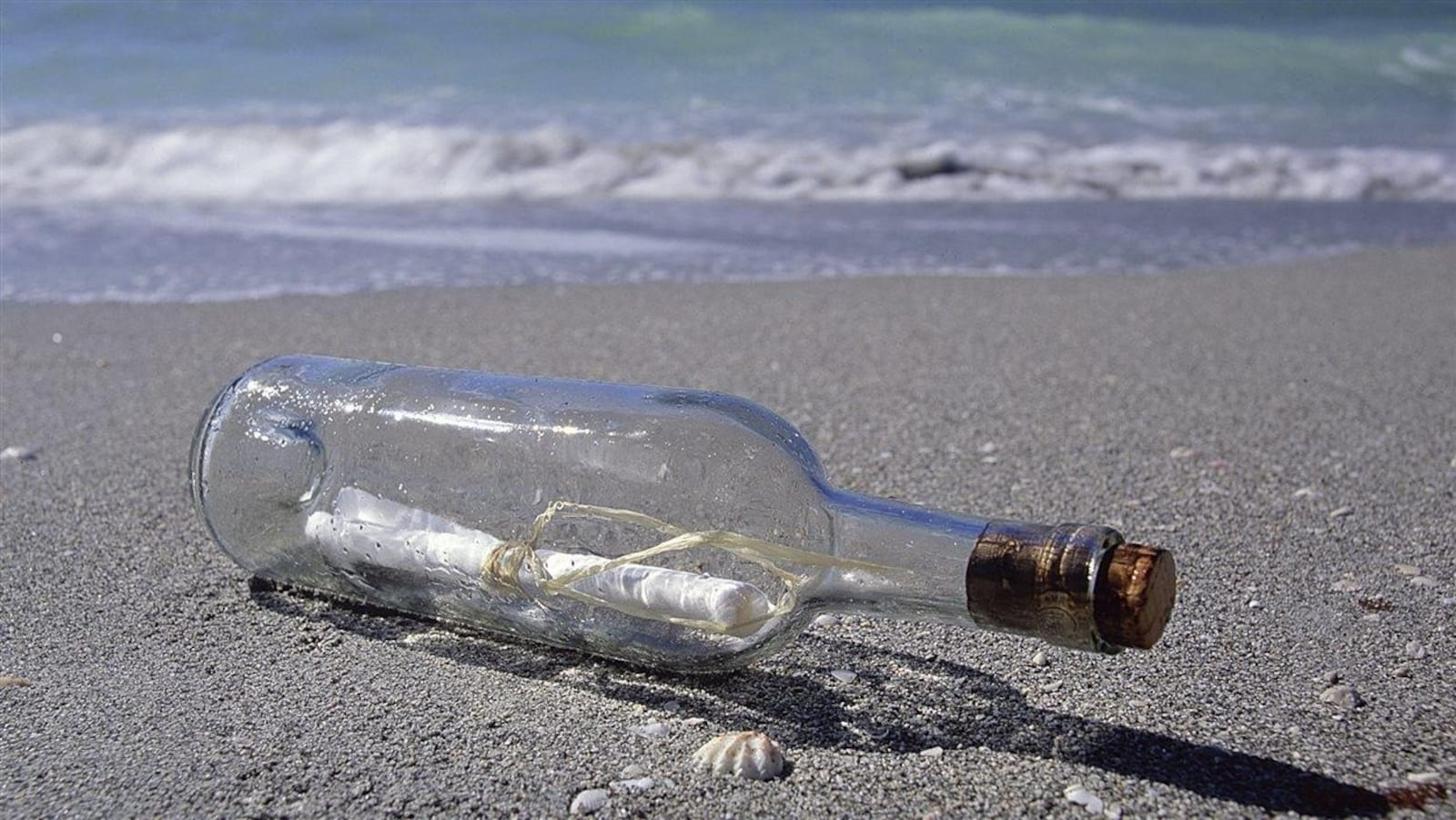 Un homme de Terre-Neuve-et-Labrador, maintenant décédé, reçoit des réponses à ses messages envoyés à la mer dans des bouteilles.