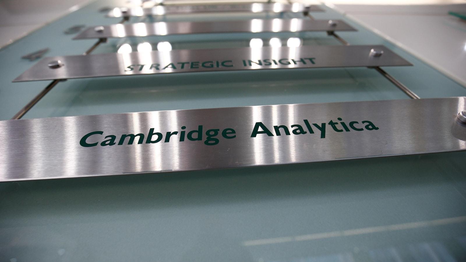Le panneau annonçant les bureaux de Cambridge Analytica.