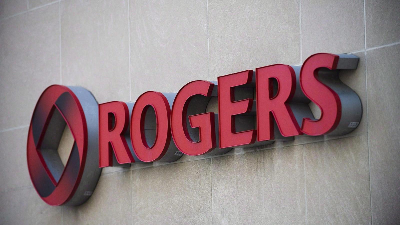 Logo de la compagnie Rogers sur un mur en rouge