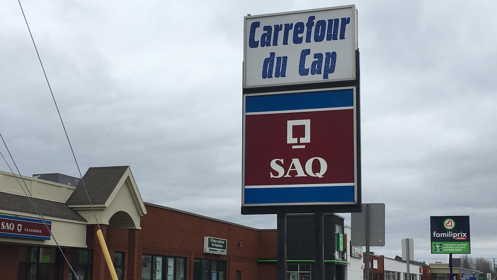 Le Carrefour du Cap est un petit centre commercial situé dans le secteur Cap-de-la-Madeleine à Trois-Rivières.