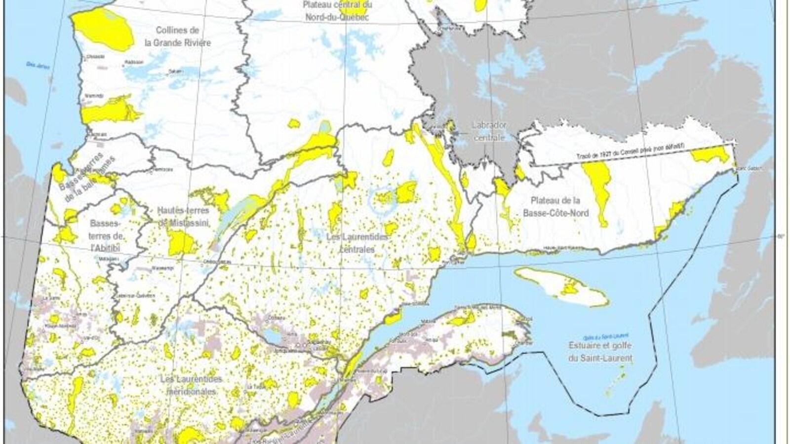 En jaune: aire protégée. En brun: terre privée