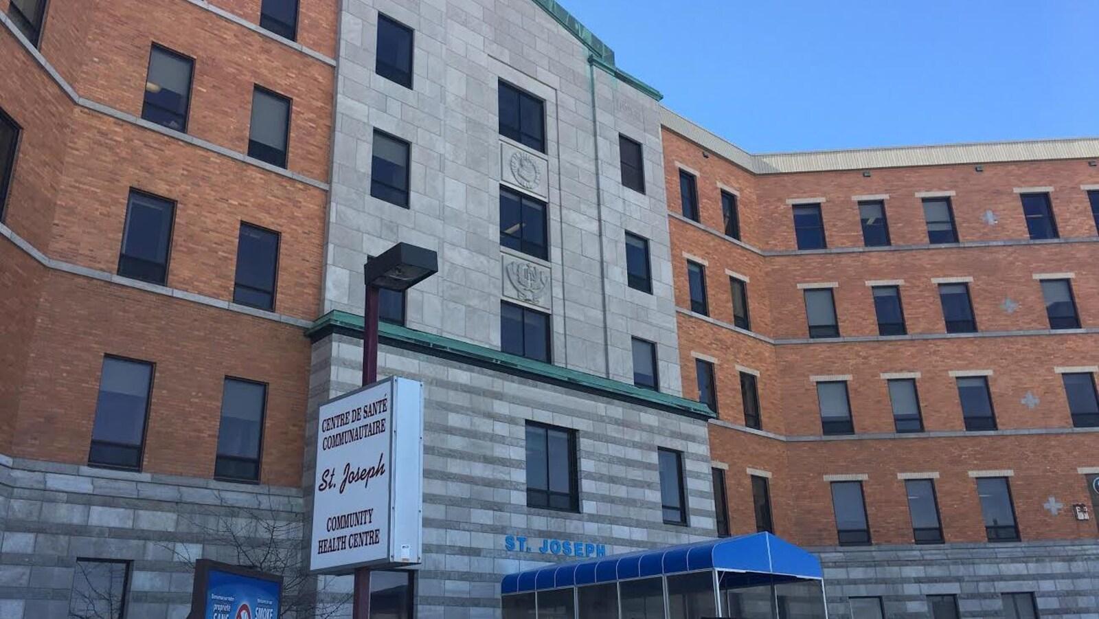 Image extérieure du centre de santé Saint-Joseph de Dalhousie.