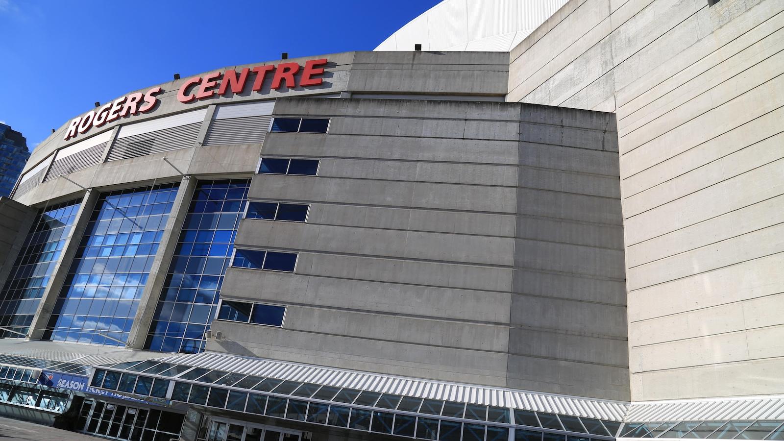 Le bâtiment extérieur du Centre de Rogers de Toronto en hiver.