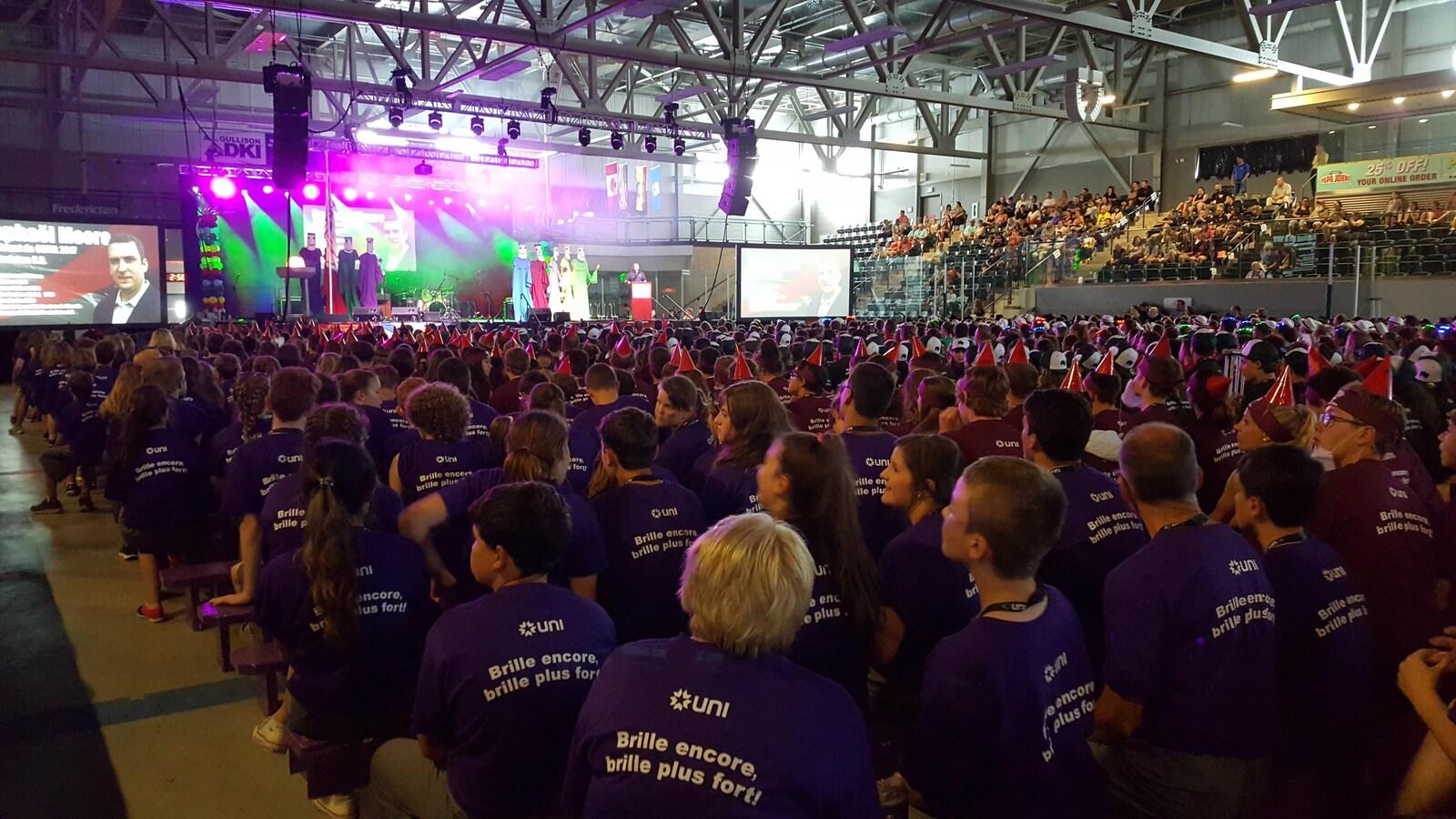 Les 1200 participants sont réunis au Centre Grant-Harvey, à Fredericton pour la cérémonie de clôture des Jeux de l'Acadie 2017.