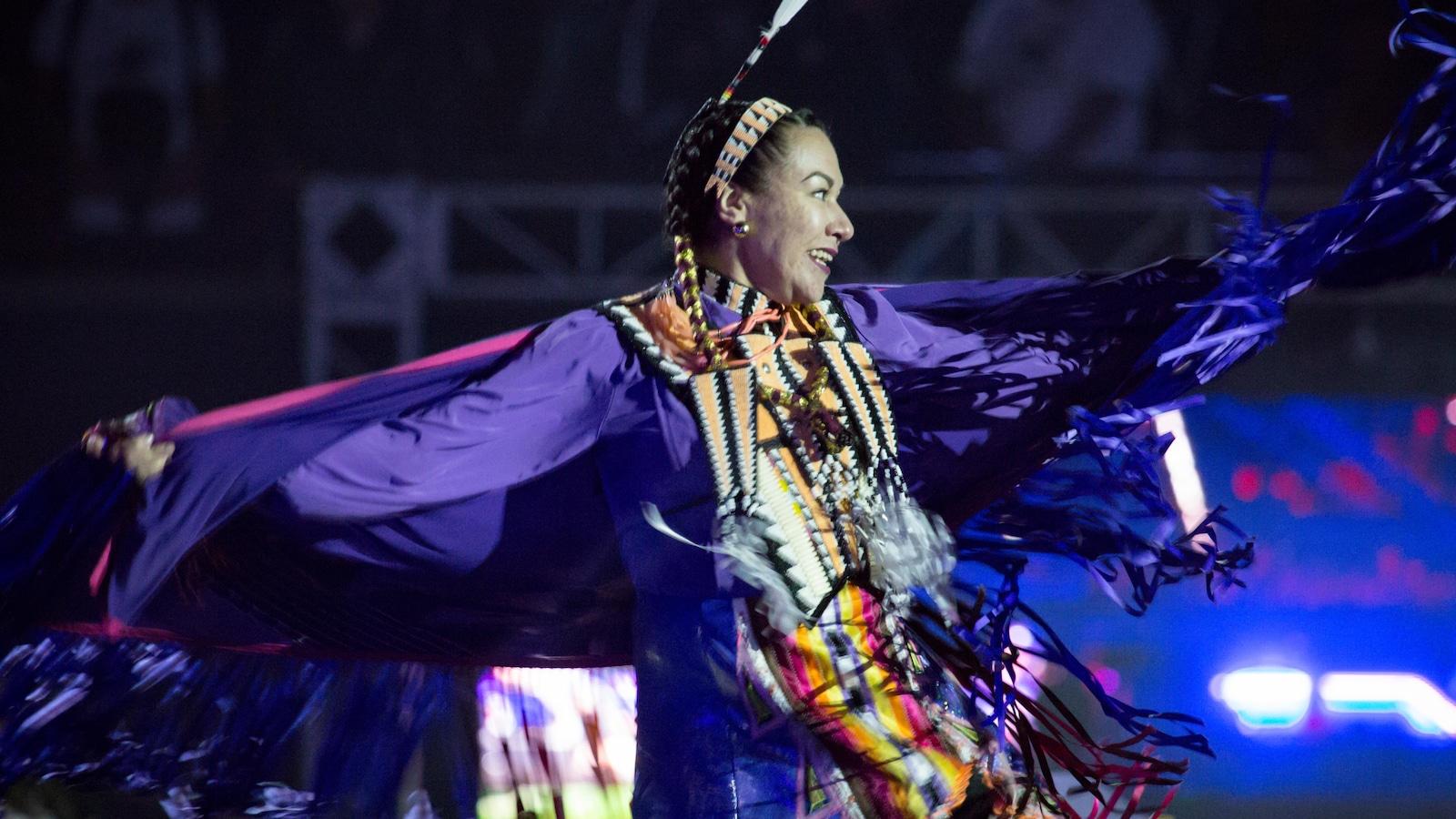 Une danseuse autochtone