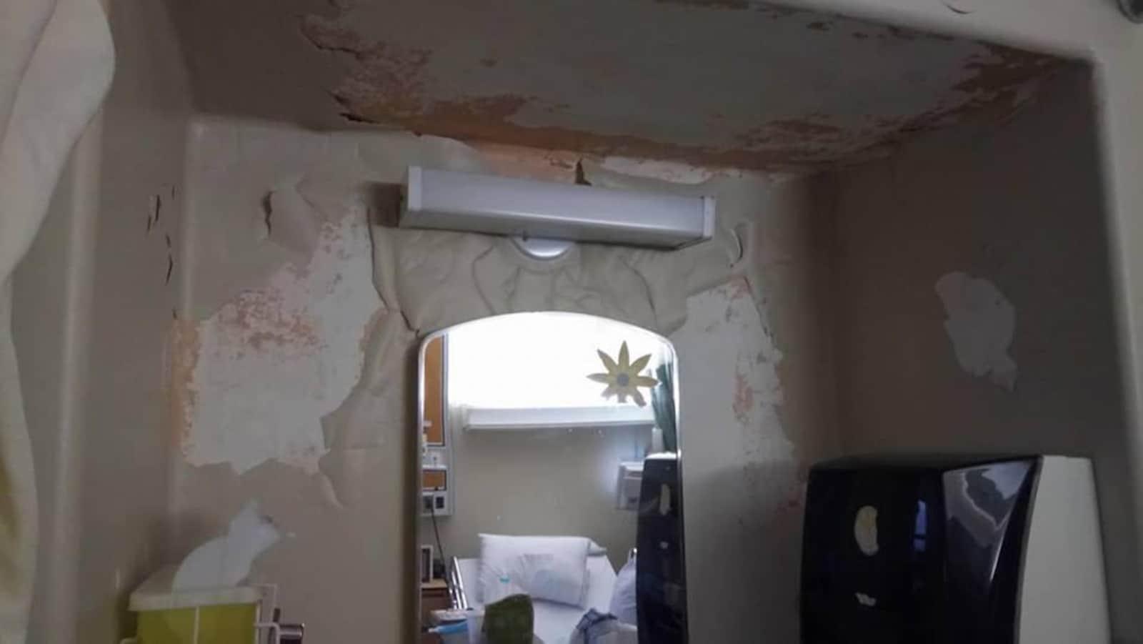 L'intérieur de la chambre délabrée à l'hôpital de Hull