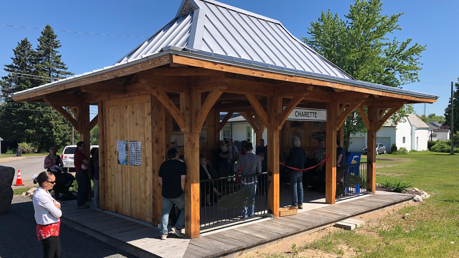 Bâtiment en bois de la gare de train