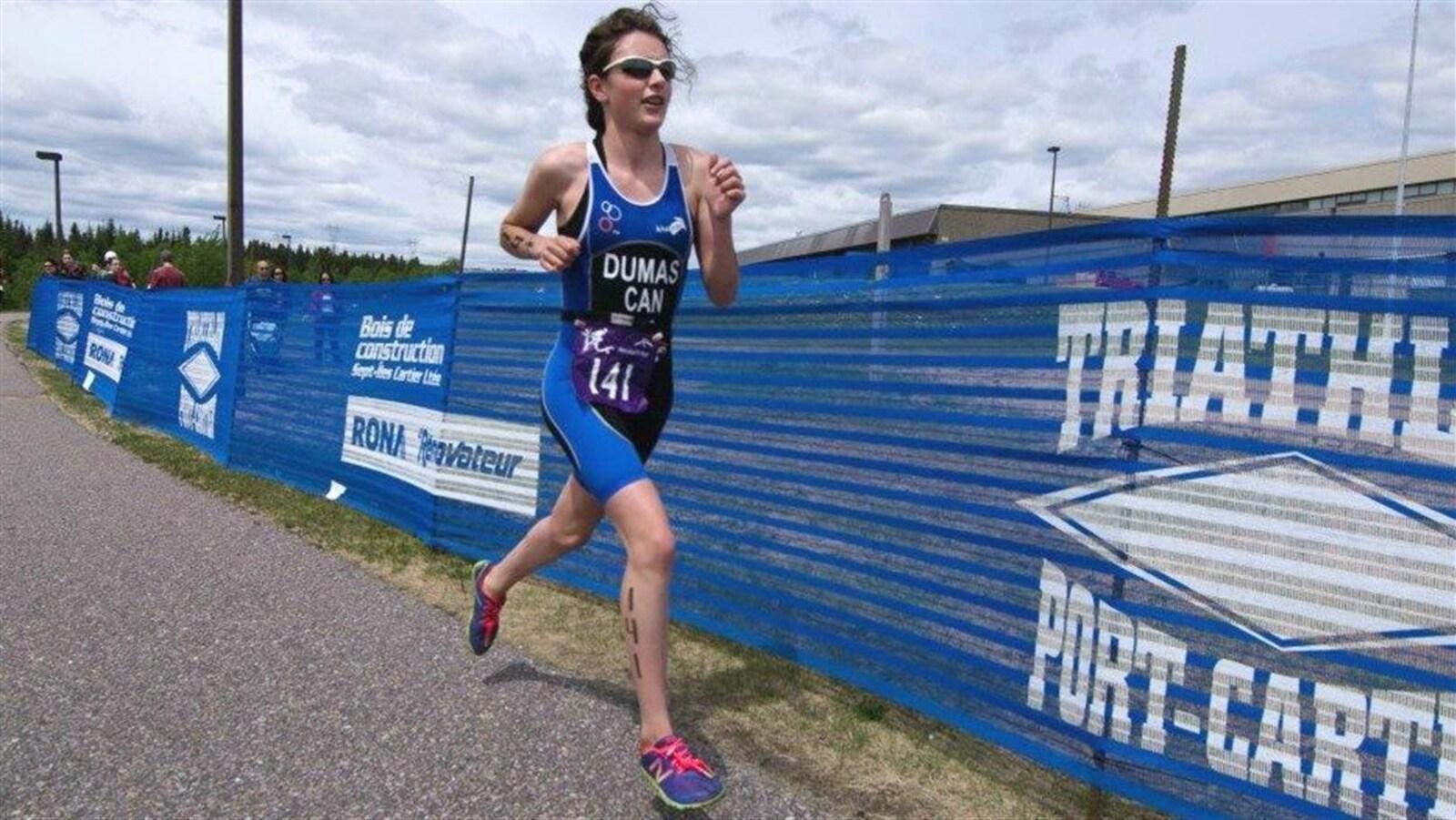 La triathlonienne Claudelle Dumas de Port-Cartier.
