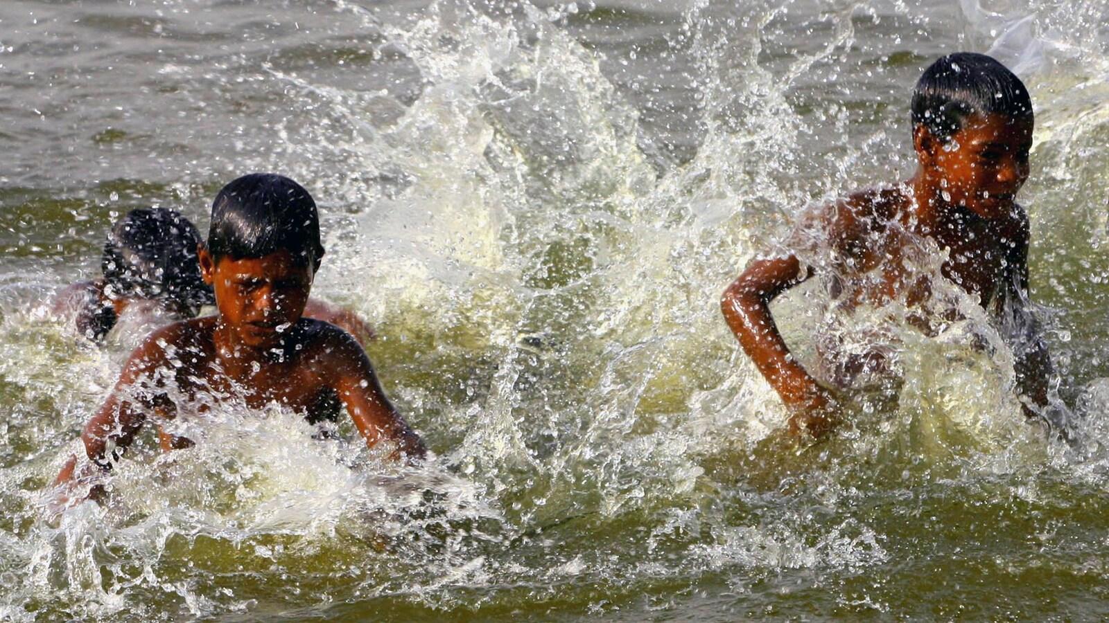 Des enfants en baignade