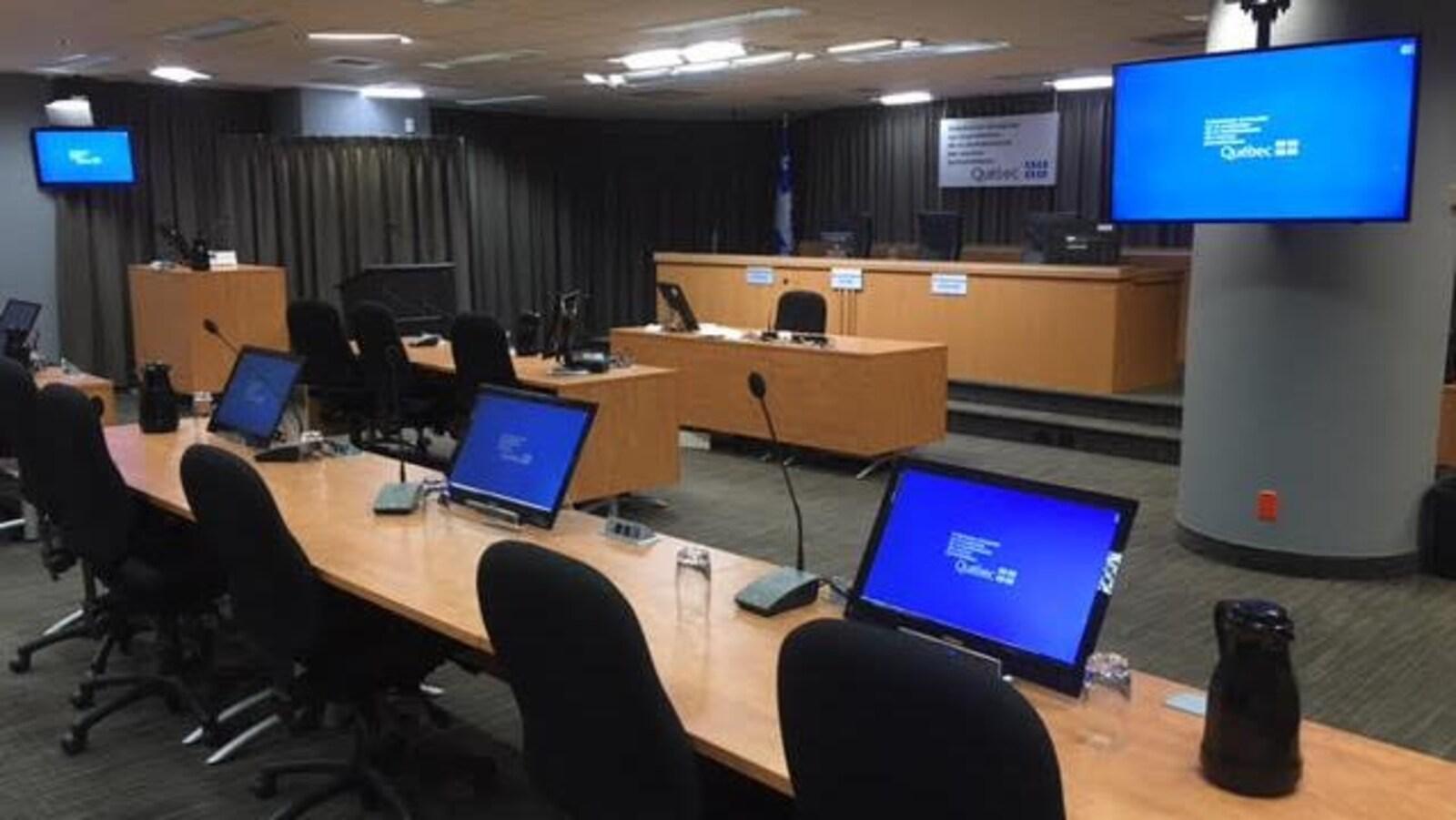 Salle d'audience de la Commission d'enquête sur la protection de la confidentialité des sources journalistiques