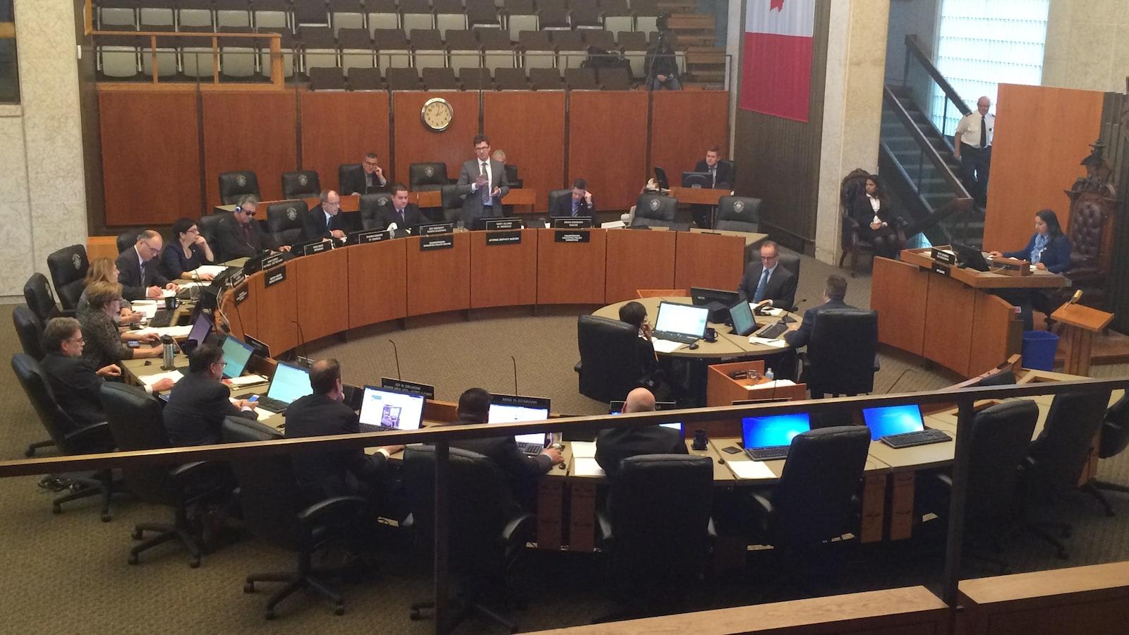 Vote du conseil municipal de Winnipeg pour l'abandon du projet Marion-Archibald et pour trouver une autre option, plus abordable.