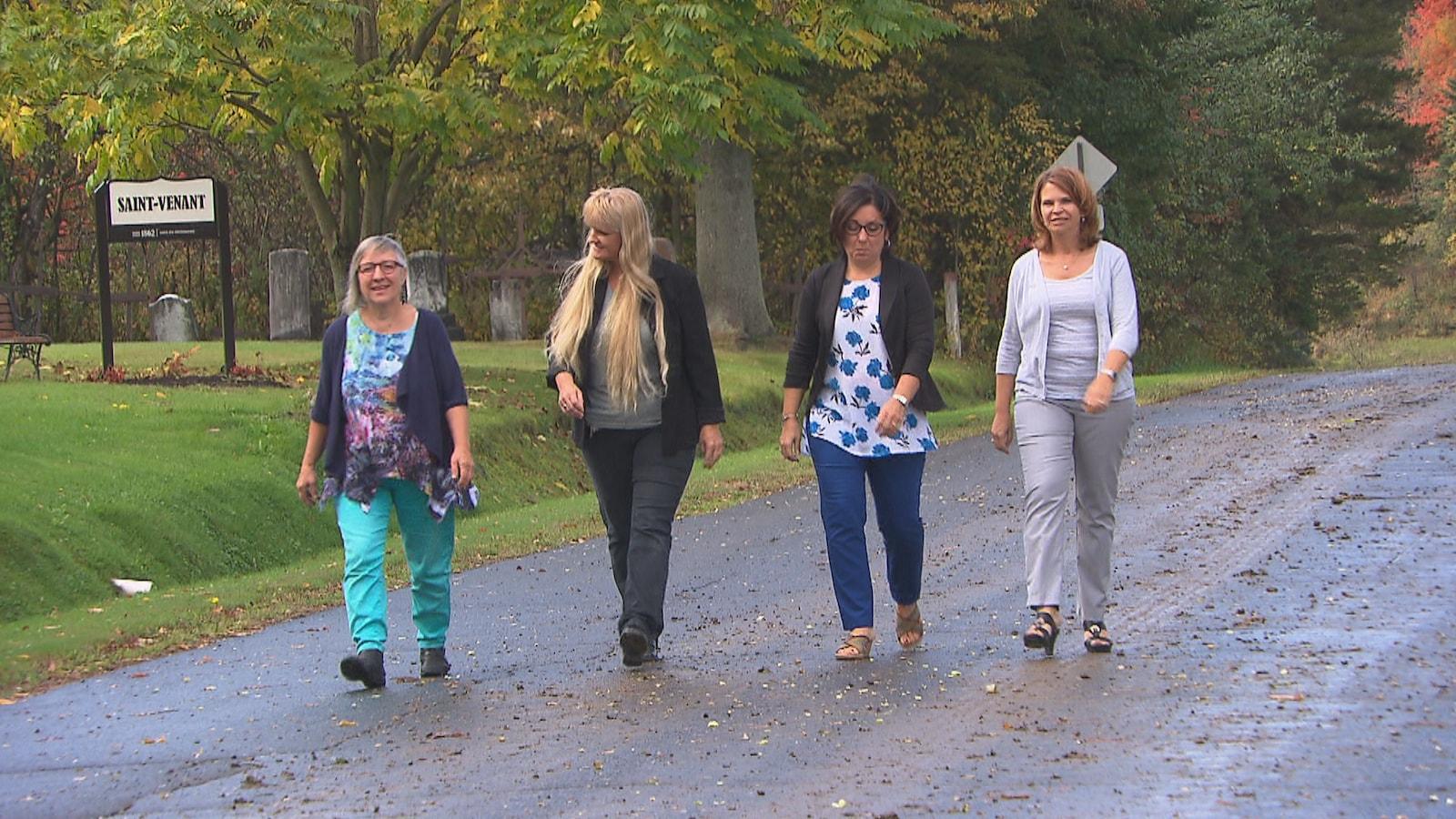 Les conseillères Marie-Andrée Vanzeveren, Nathalie Lacasse, Isabelle Loignon  et Jacinthe Thibeault composent un conseil municipal majoritairement féminin à Saint-Venant-de-Paquette.