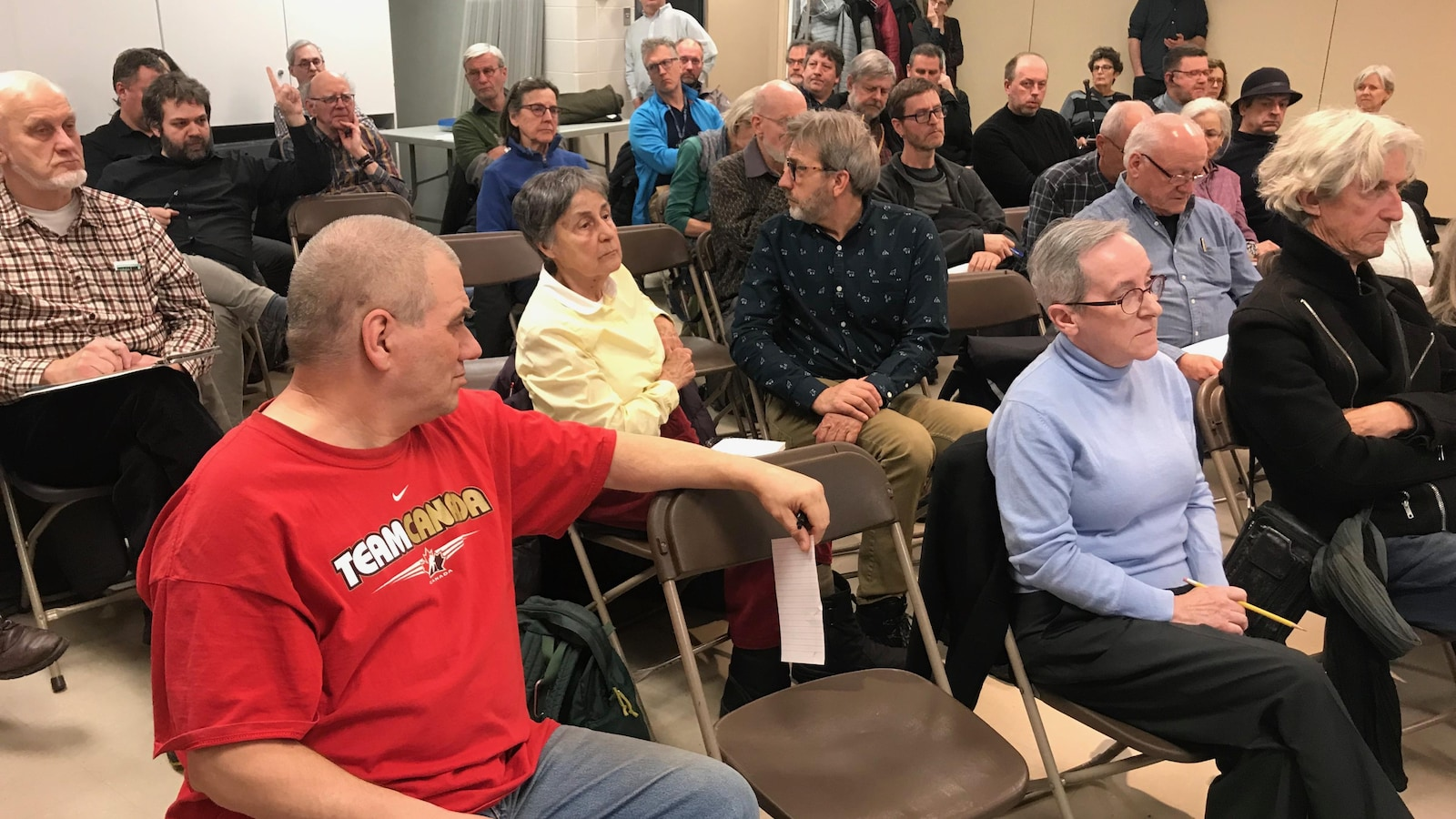Une soixantaine de citoyens ont partagé leur mécontentement par rapport au déneigement cet hiver. Ils en avaient long à dire sur la piètre qualité de l'entretien des trottoirs.