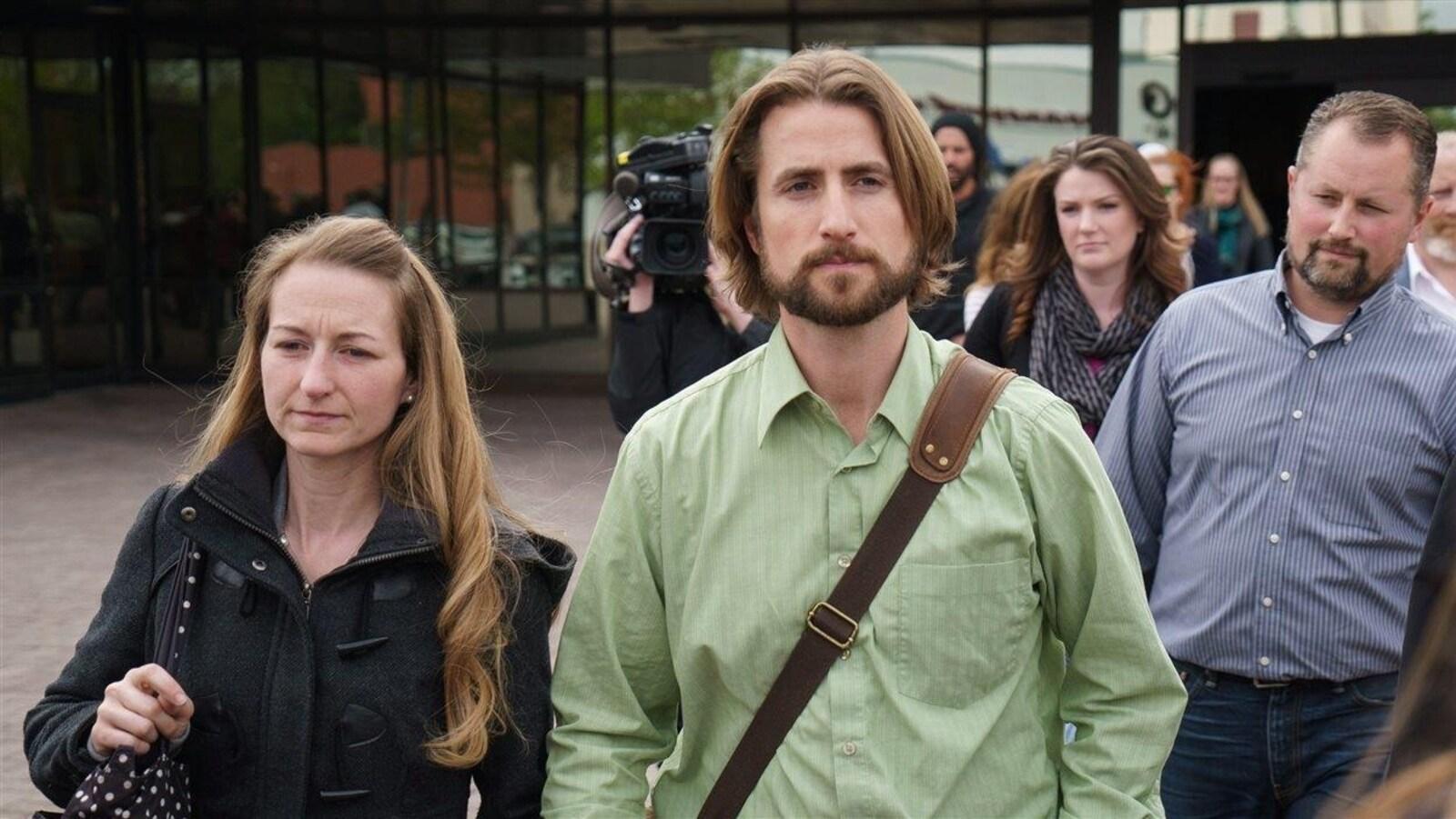 Collet Stephan (à gauche) et David Stephan (à droite). Le couple a été reconnu coupables en 2016 d'avoir manqué de fournir le nécessaire à la vie de leur fils malade.