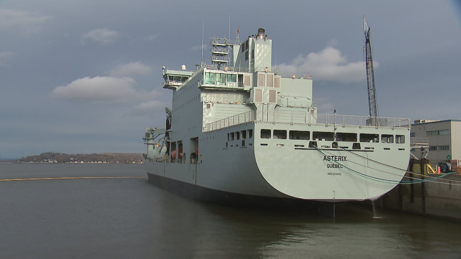 Le navire Astérix construit par les travailleurs du Chantier Davie