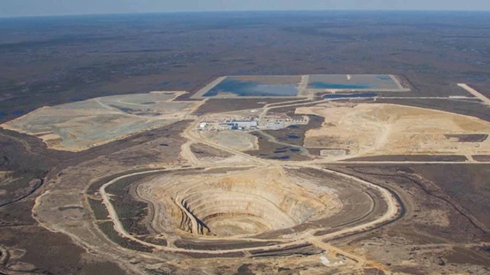 Vue aérienne de la mine de diamants Victor