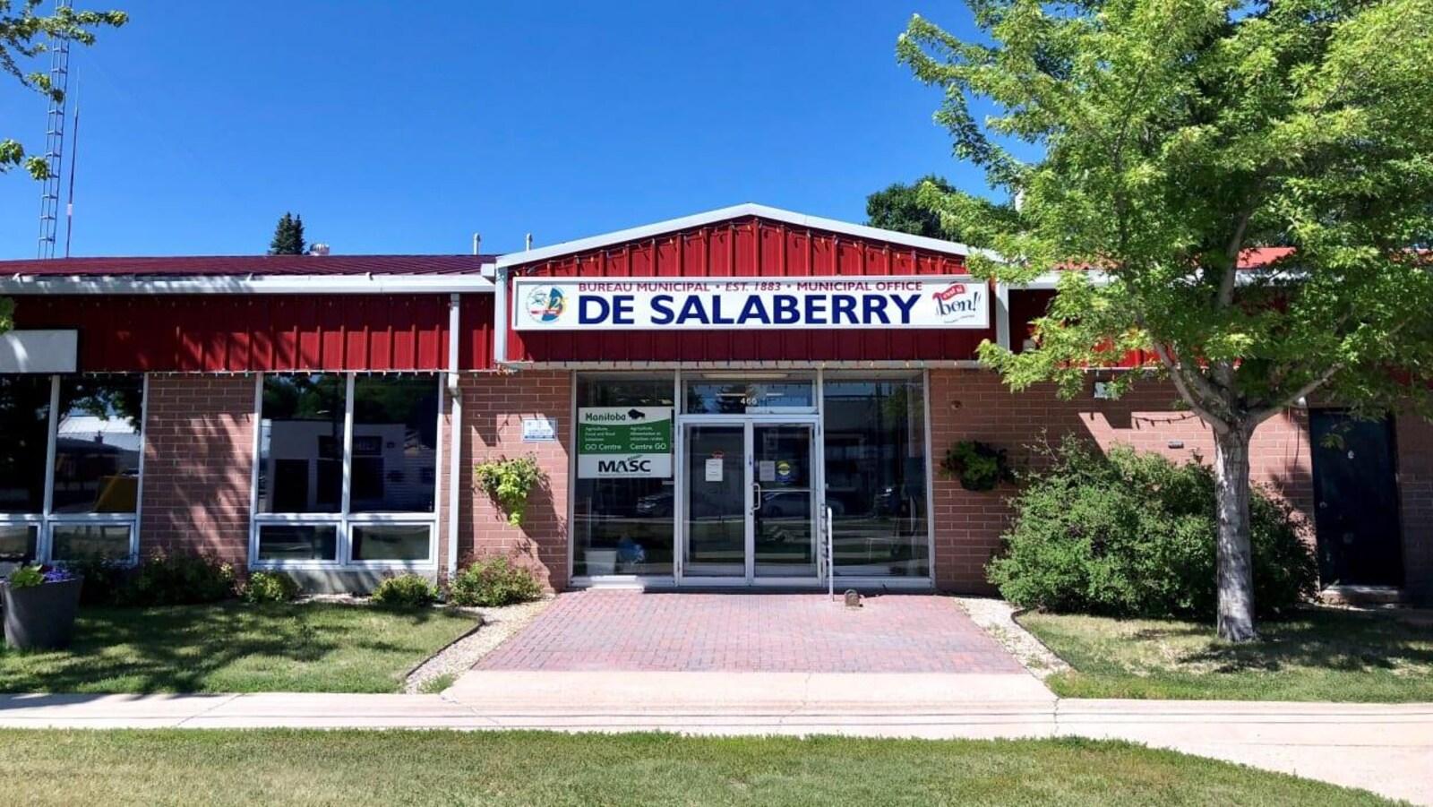 La devanture du bureau municipal de la municipalité rurale De Salaberry au Manitoba.