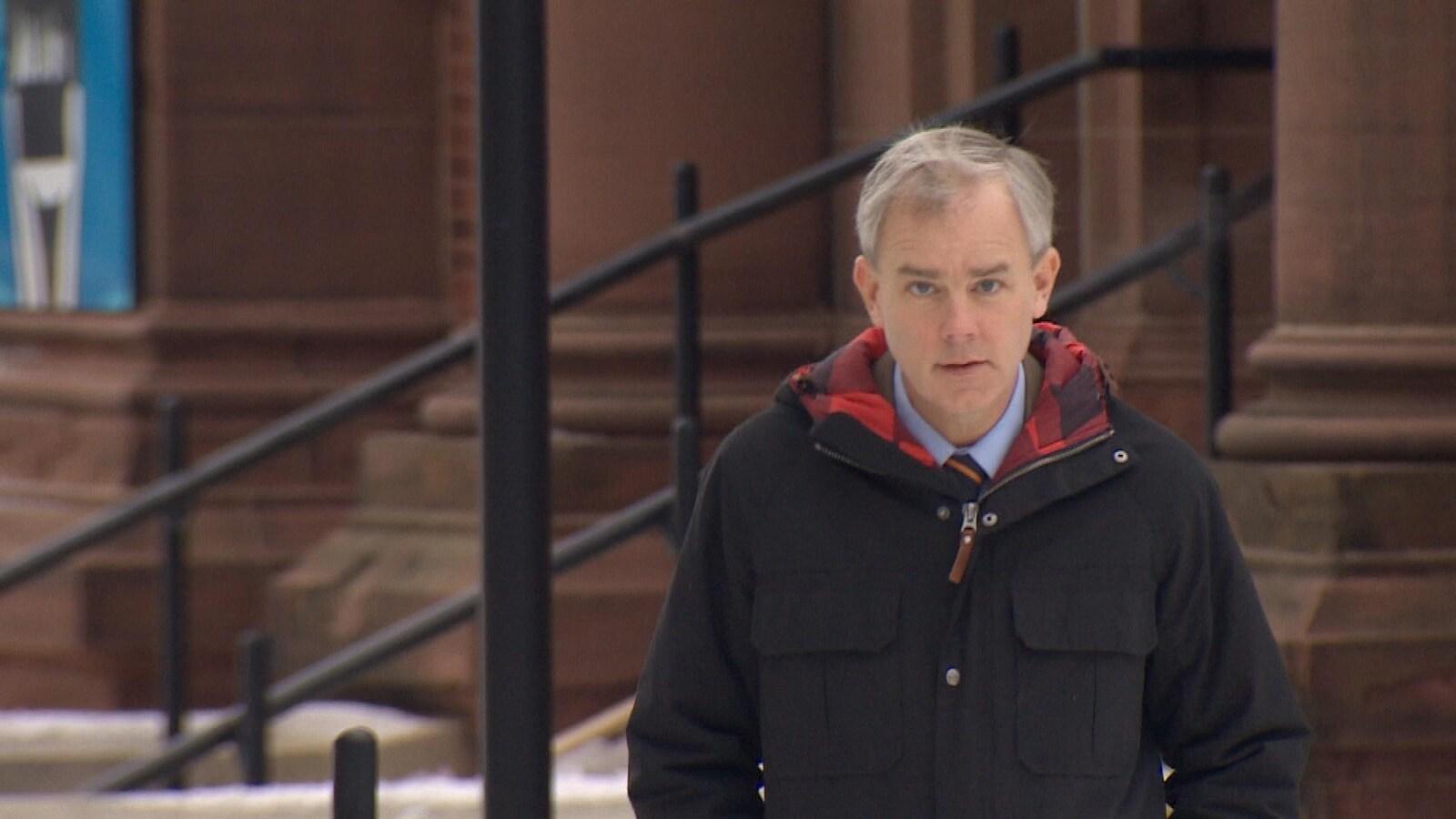 Dennis Oland devant le palais de justice de Saint-Jean, le 8 janvier 2019.