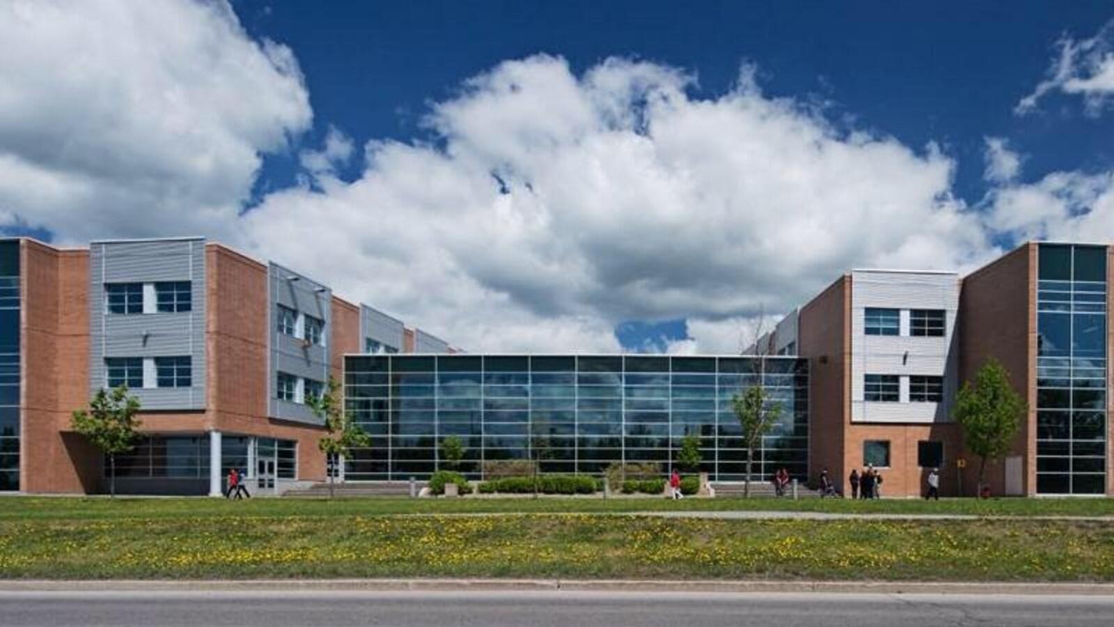 Bureau En Gros Gatineau Heures : Ils ont vécu le double horaire l apprentissage de nicolas
