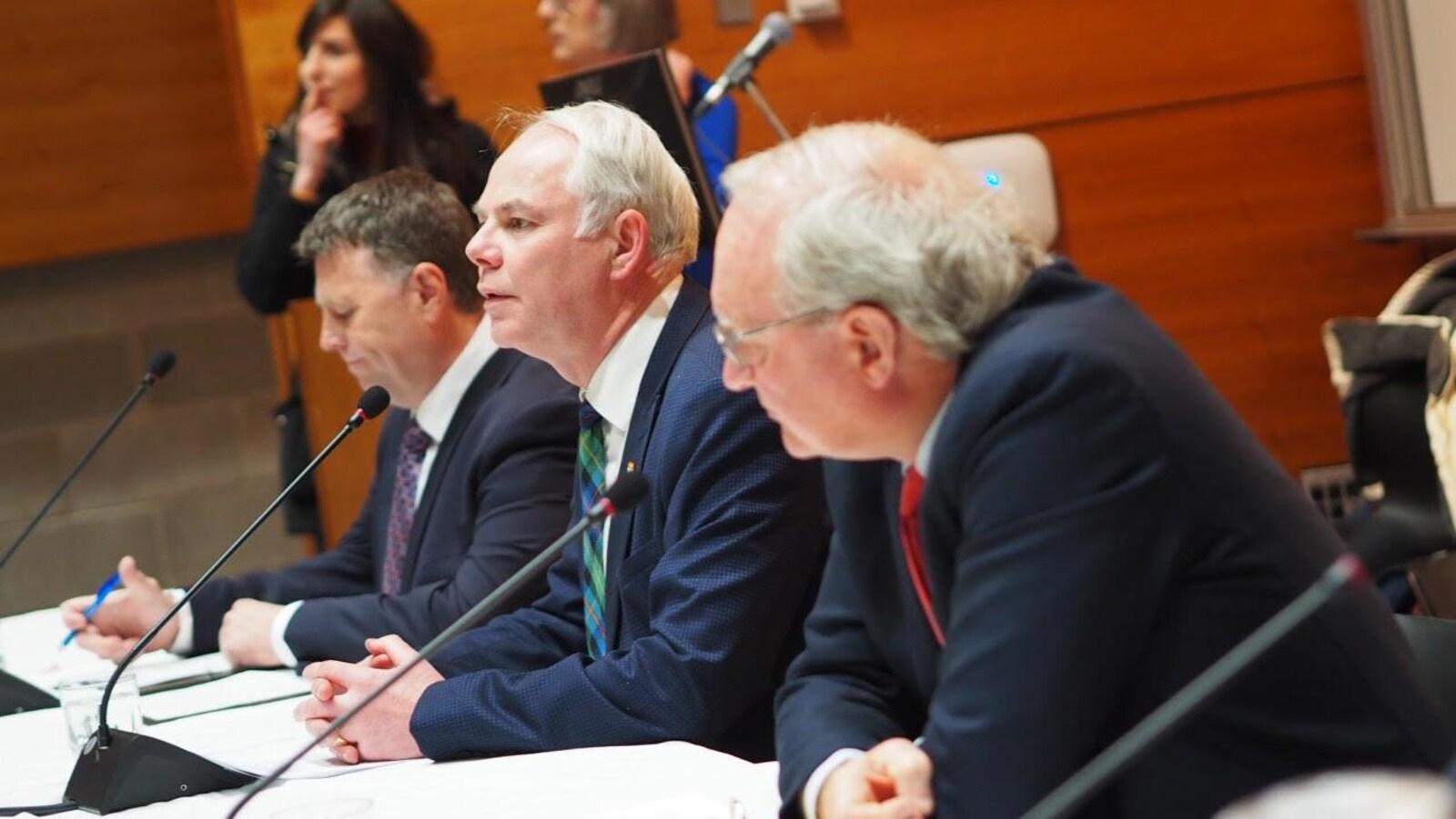 Les trois chefs des partis politiques lors du dévoilement de leurs promesses électorales.