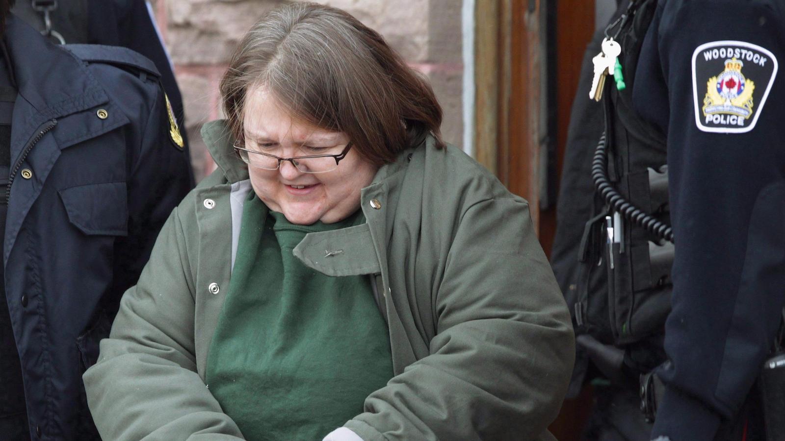 Elizabeth Wettlaufer après une comparution au Palais de justice de Woodstock en janvier 2017