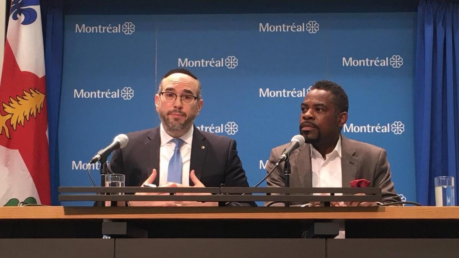 Les deux hommes lors d'une conférence de presse à l'hôtel de ville de Montréal.