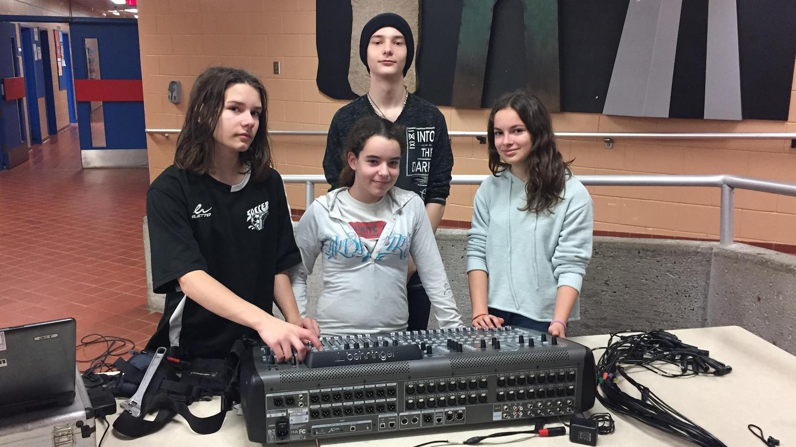 L'entreprise Multimédia Matawinie, fondée par des élèves de l'école secondaire des Chutes à Rawdon, offre notamment des services de sonorisation.